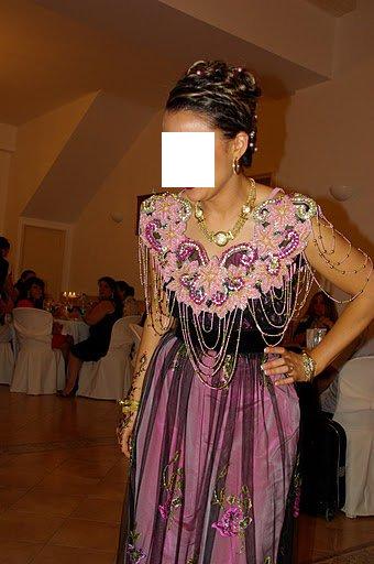 بلوزة وهرانية الفساتين