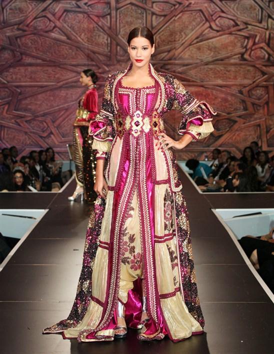 قفطان مغربي فاخر جدا يتميز بلونى الزهرى و البيج مع لمسات الذهبي