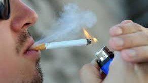 صورة حوار بين شخصين عن اضرار التدخين