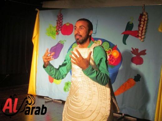 صور مسرحية حول الخضر والفواكه