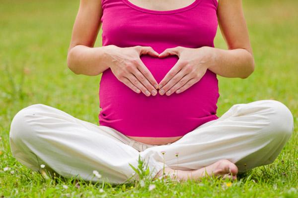 صور الاستلقاء لزيادة فرص الحمل