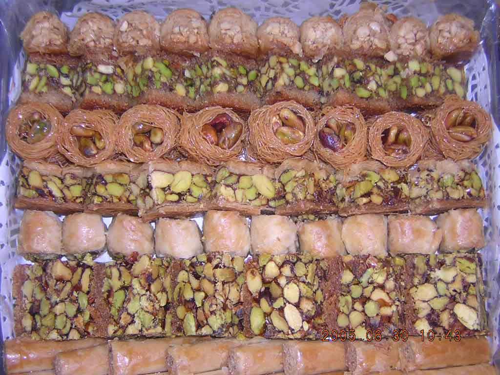 صور اشهر حلويات العيد في سوريا