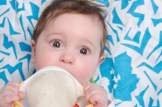 صور التغذية السليمة للطفل في الشهر الرابع