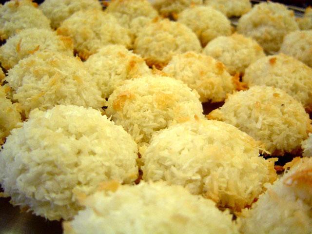 صور طريقة عمل حلوى جوز الهند الجوزية