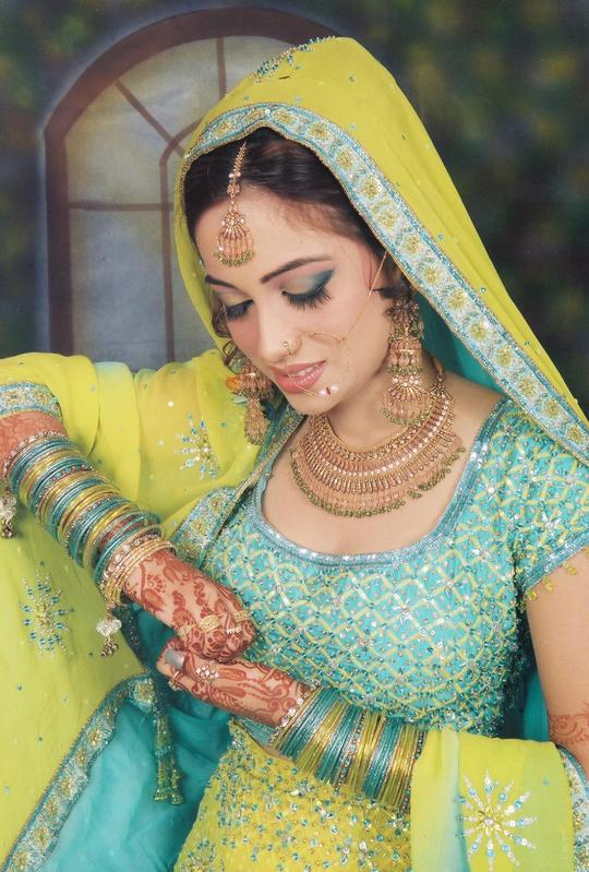 بالصور فساتين هندية للاعراس 20160909 4267