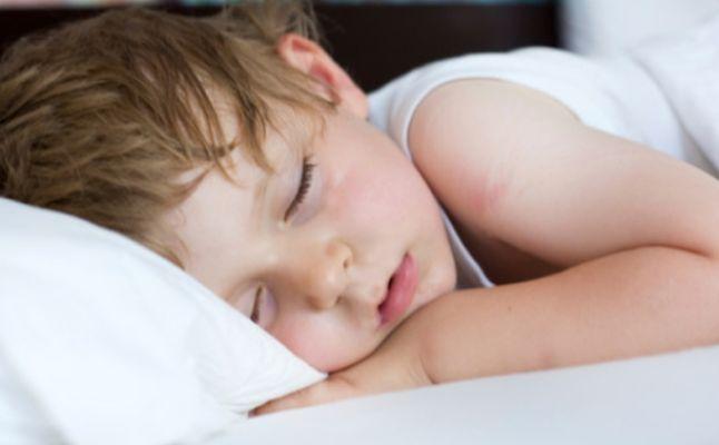 صور تعرق الرضيع اثناء النوم