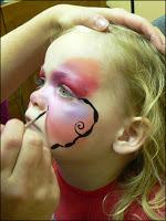 الرسم على وجوه الاطفال