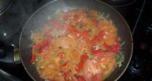 صور طبخ قلوب و صدر الدجاج مع البصل و الطماطم