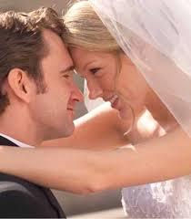 صور ما حكم تقبيل الزوج لزوجته من فمها ؟