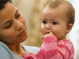 اسباب بياض العين من فوق عند المولود