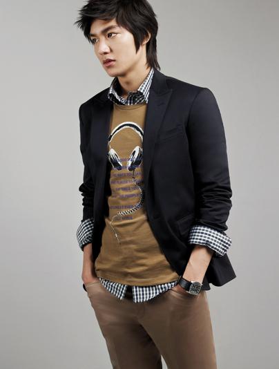 5739d41d7 اجمل صور ملابس للرجال كورية جديدةاحلى قميص لشاب كوري روعه افضل الملابس  الكورية الشبابيه احدث موديلات رجاليه كورية جديد.