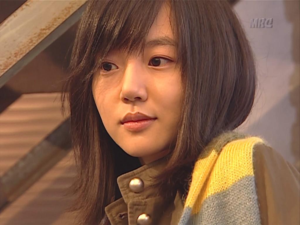 صور فتاة كورية حزينة