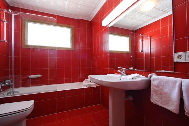 بالصور حمامات لون احمر 20160918 1148