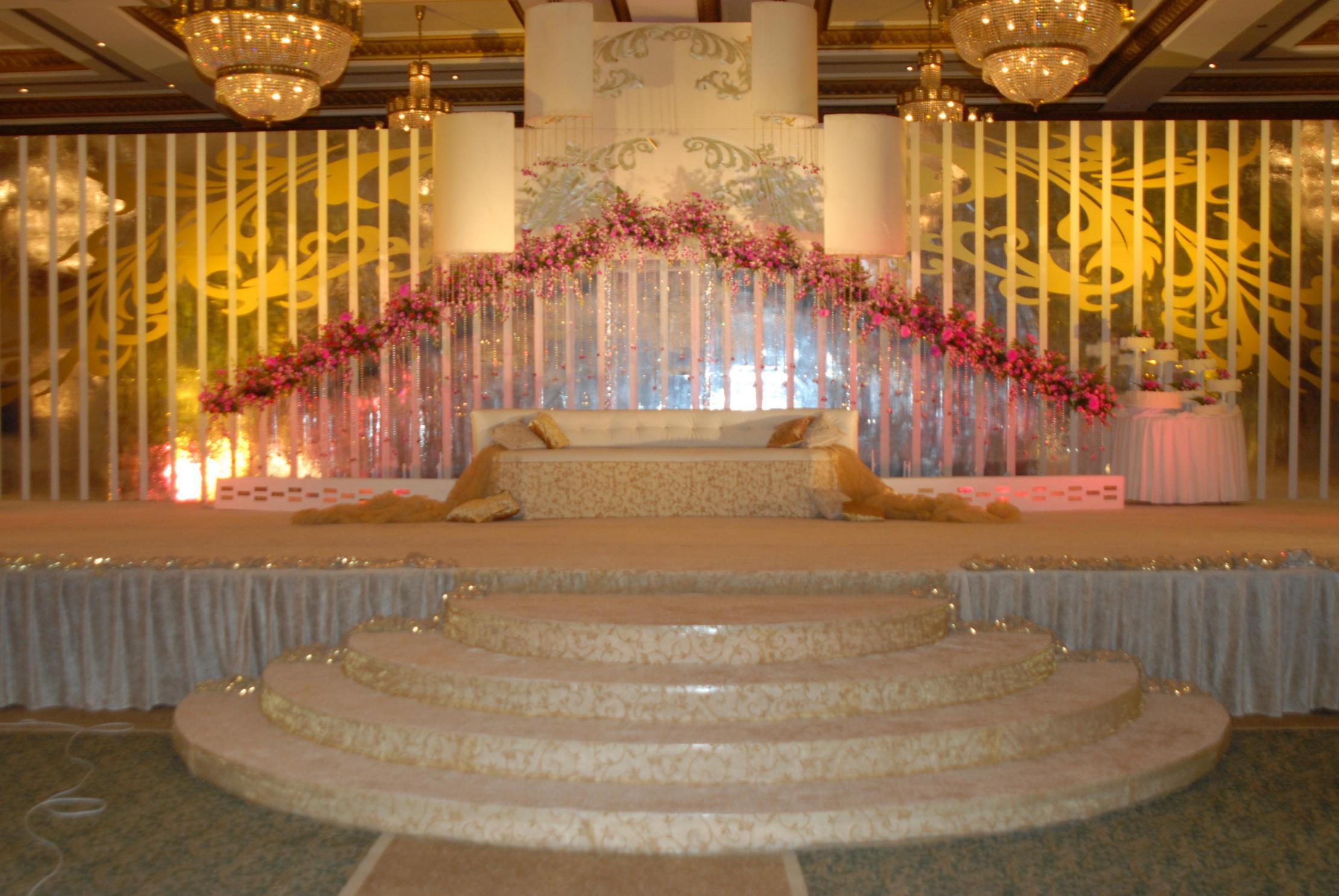 بالصور اجمل الكوشات للملكه في القاعات 20160918 195