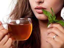 صور هل كثرة شرب الشاي يحدث بقع بنية في وجه
