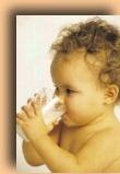 بالصور كيف ياكل طفل الرضيع عصير التفاح 20160918 89
