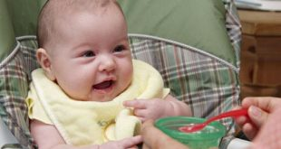صورة بداية اكل لدى الرضع