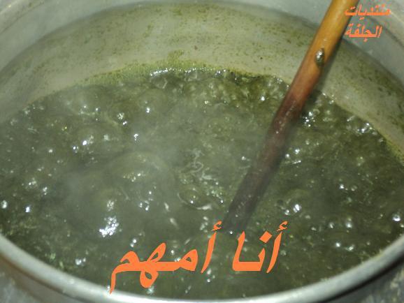 صورة طبخ الملوخية التونسية