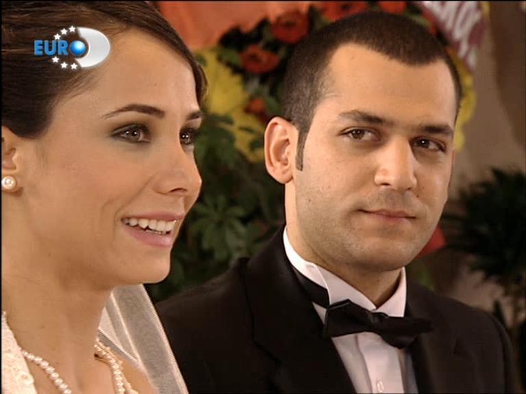 صور ازواج الممثلين التركين الحقيقين